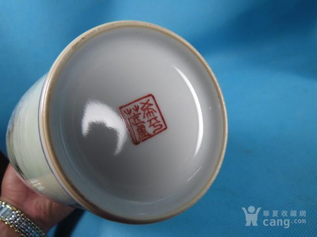 王大凡粉彩人物长颈瓶