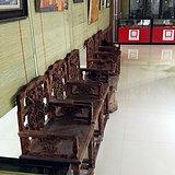 楠木椅子和圆桌