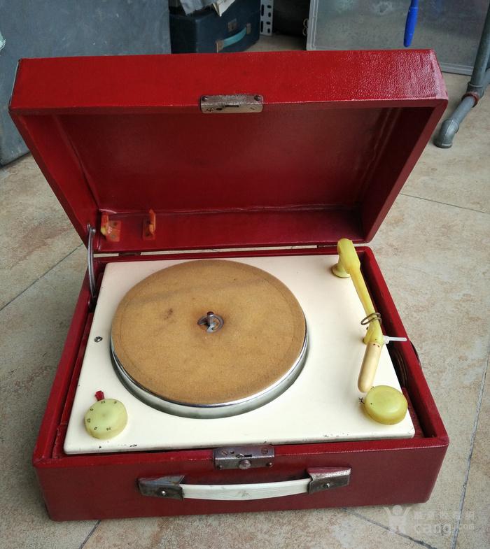 红红火火过大年,老唱机,自带功放喇叭呱呱叫的电唱机