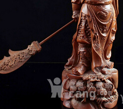 古玩古董收藏女生老黄杨木大刀关公耍木雕塑怎样整料又图片