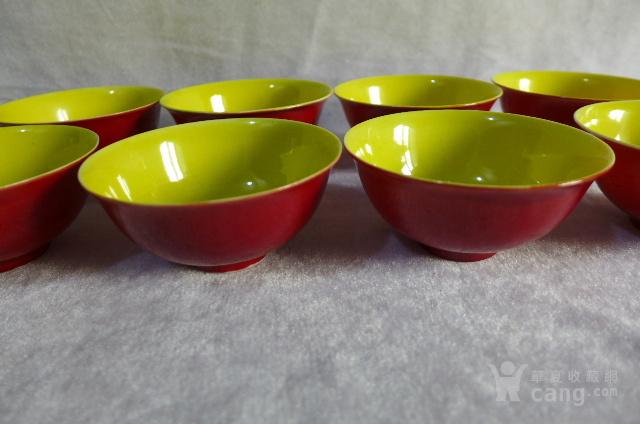 龙纹暗刻红釉碗