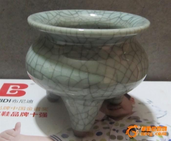 三足瓷熏炉