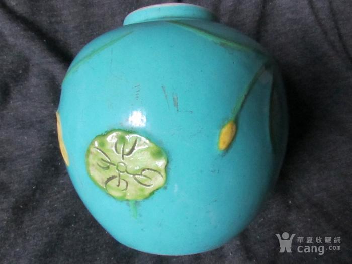 """""""一路莲科""""松石绿釉粉彩罐(清代雕瓷)"""