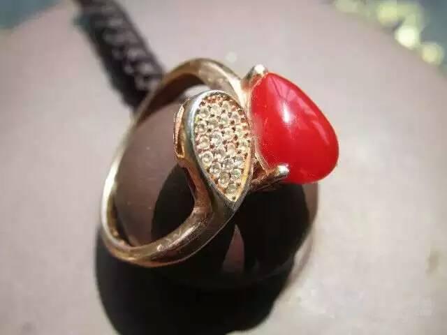 描述:阿卡 红珊瑚 戒指 925银度玫瑰金 戒面