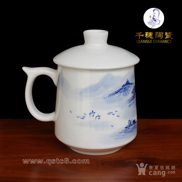 描述:手绘陶瓷杯是景德镇陶瓷杯子的特色之一,手绘陶瓷