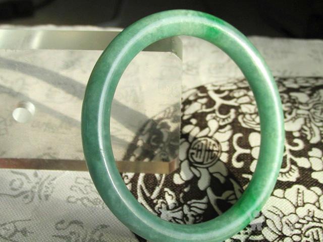 创汇时期 满绿 翡翠 圆条手镯 内径54.5MM条宽8MM图6
