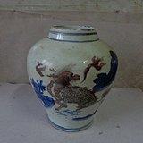 漂亮的青花釉里红罐