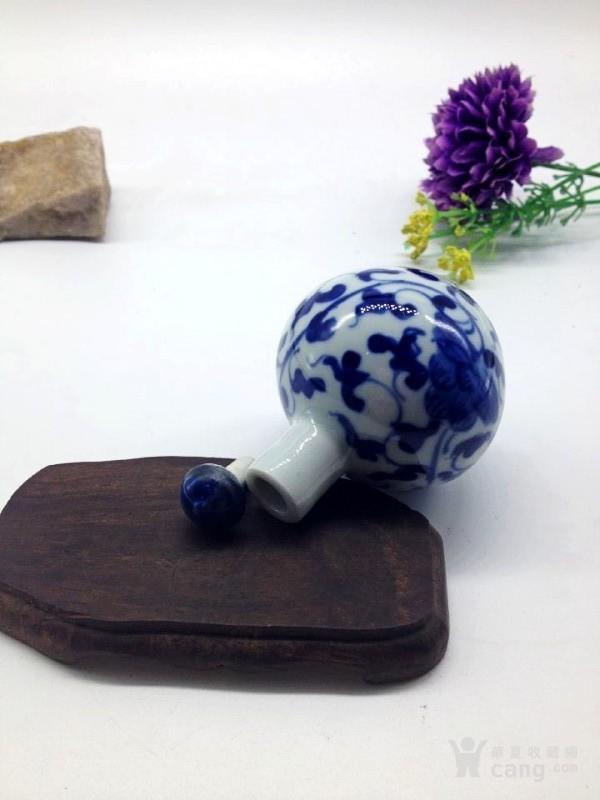 手绘青花缠枝荷花图陶瓷鼻烟壶;重;90克;高;7厘米