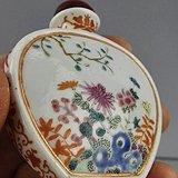 乾隆年制 款 粉彩矾红花卉纹鼻烟壶