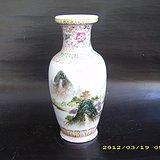 六七十年代粉彩山水纹瓶