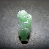 香港回流 几十年的老坑白瓷种飘绿圆雕小猴子坠(有石纹)