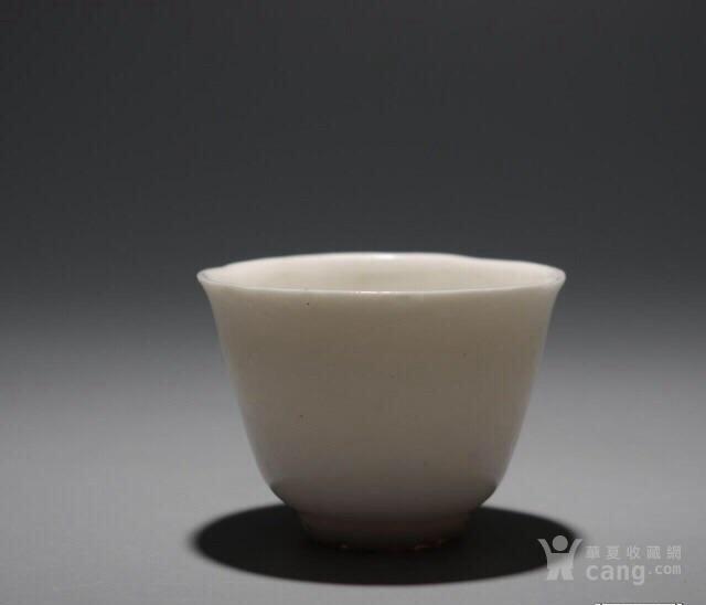 精品茶杯明末清初德化窑白釉仰钟杯 高4.5厘米,口径6厘米图1