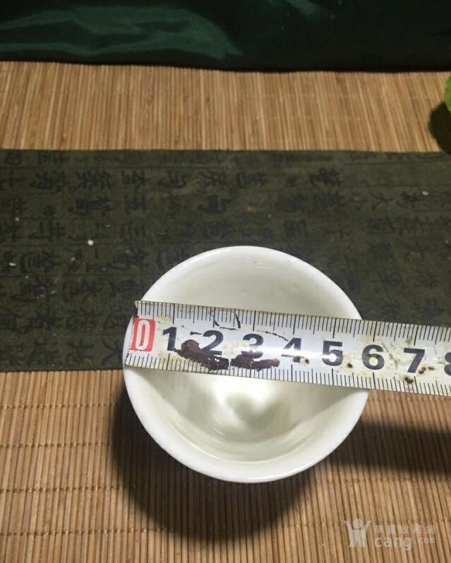 明末清初德化窑白釉印花杯图1