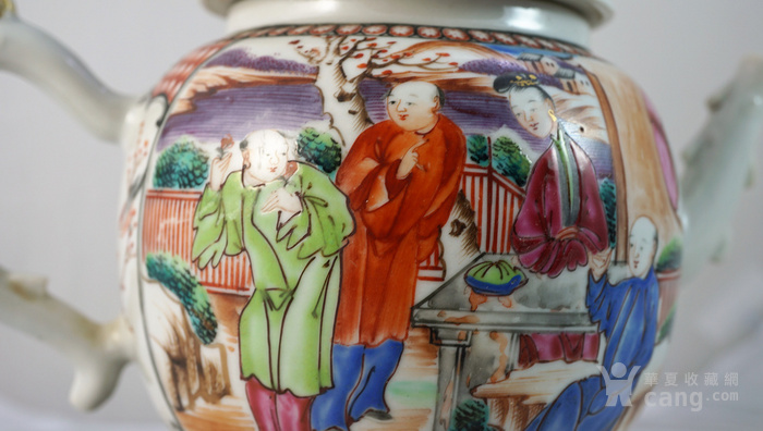 精品大清乾隆满大人庭院春闲人物故事描金执壶和鼓型马克杯一组