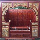 古旧鎏金雕刻架子床