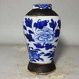 清代哥釉青花花鸟绘画梅瓶