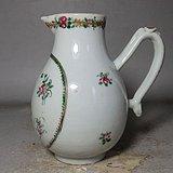 乾隆粉彩花卉绘画奶杯