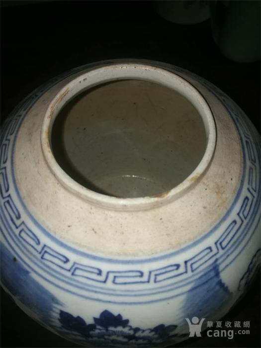 青花牡丹罐子。底有鸡爪,盖子送的!