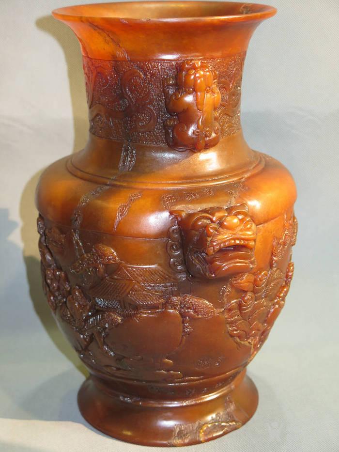 寿山石人物双耳兽瓶