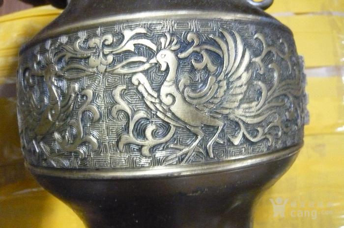 浮雕铜质大花瓶