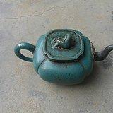 挂绿釉的紫砂壶