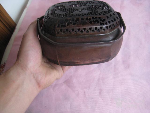 一只漂亮小巧可爱的清紫铜双环小手炉