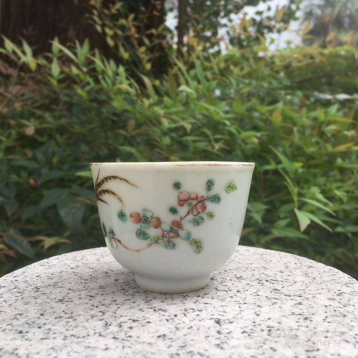 同治粉彩锦鸡花卉杯