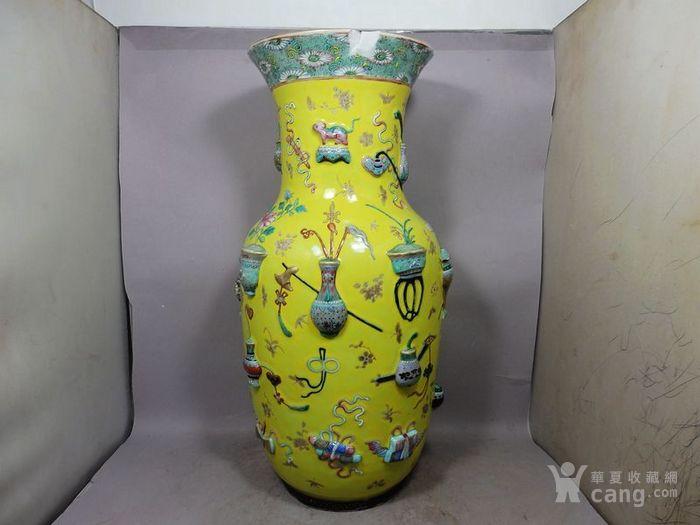 清代黄地粉彩清供高浮雕绘画赏瓶