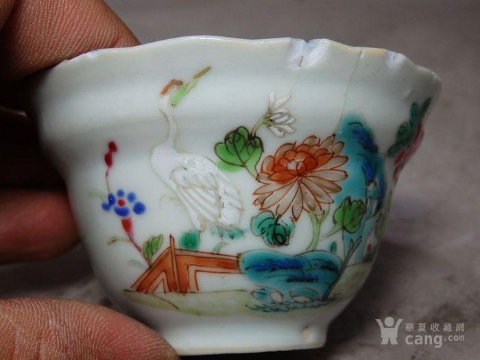 乾隆粉彩仙鹤花卉绘画莲花边杯