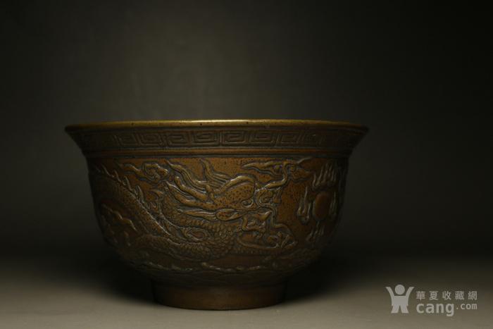 老人前些年收来的手工錾刻龙纹碗,造型大气,包浆浑厚