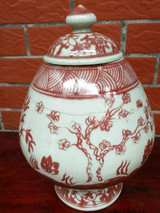 有些年纪的釉里红盖罐