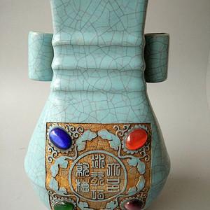 官窑镶嵌宝石瓶