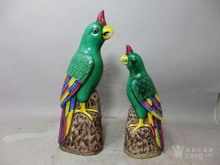 清代绿釉粉彩鹦鹉两只