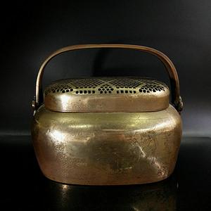 清代中期 刻铜人物故事双攀拉手椭圆型铜鎏金老手炉