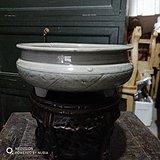 明代龙泉窑鼓钉三足炉
