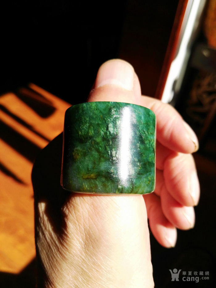 冰种草绿翡翠扳指