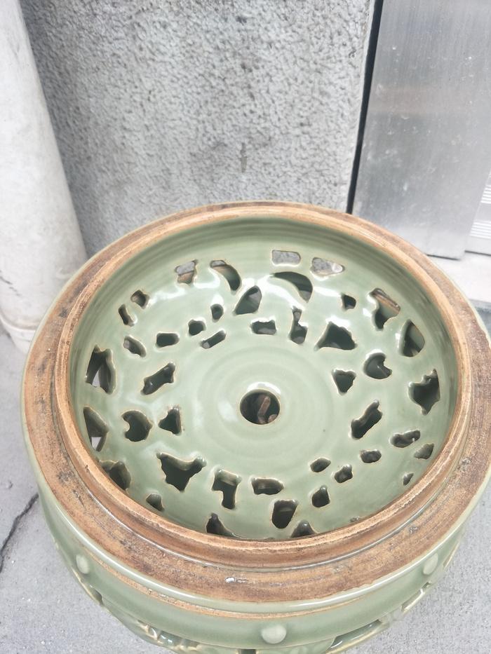 龙泉镂空牡丹熏香