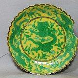 清代黄地绿彩苍龙绘画莲花边盘