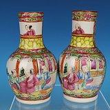 清晚期广彩开光人物花鸟天球瓶一对,高11cm,11.2cm