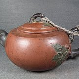 老红泥紫砂堆塑仙桃大茶壶
