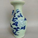 青花花卉小花瓶