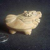 黄杨木瑞兽雕件。
