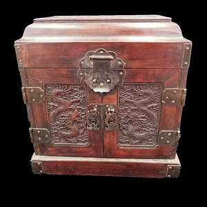 浮雕龙纹首饰盒