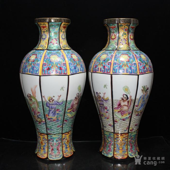 清雍正珐琅彩描金八仙过海人物纹刮棱瓶一对55 26