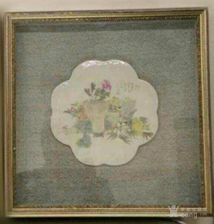 俞子明:浅绛彩清供图葵形瓷板