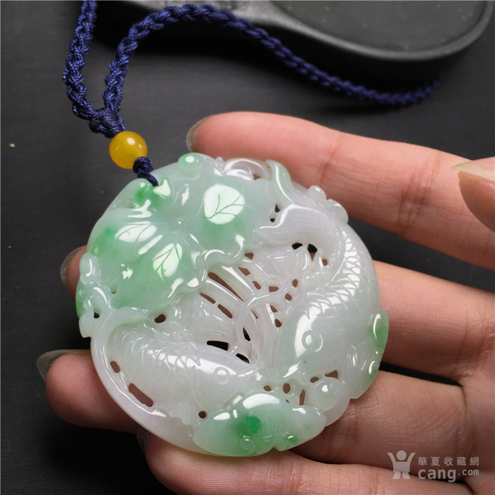 玉泉文玩w884创汇期白地青飘阳绿翡翠连年有余圆佩