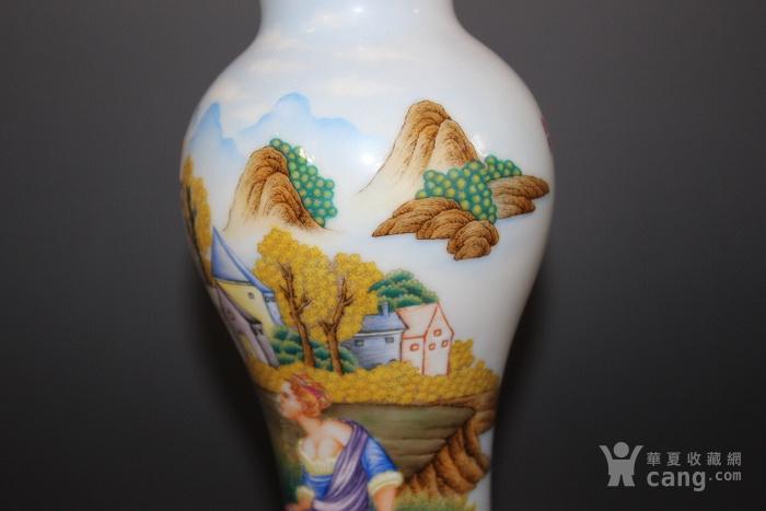 珐琅彩西洋人物赏瓶