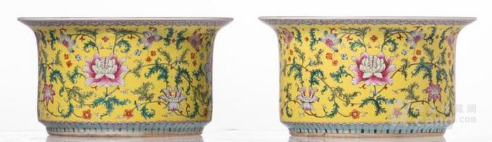 黄地粉红玫瑰花装饰花瓶