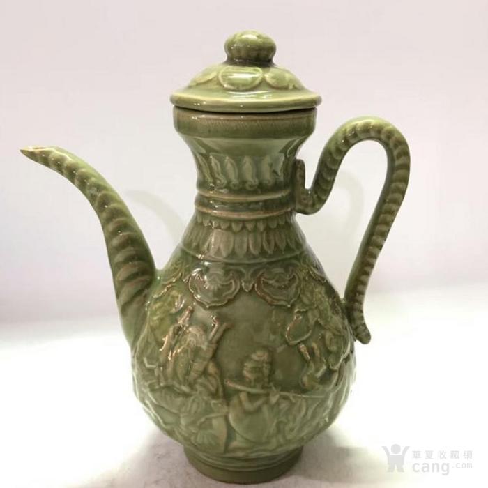 龙泉瓷浮雕八仙过海酒壶