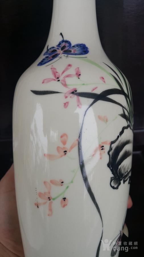 手绘薄胎精品,双蝶兰花柳叶瓶.图片